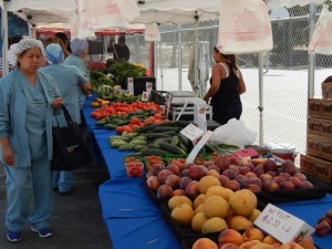 USC Health Sciences Campus employees peruse the produce at one of the stands of the inaugural Keck Farmers Market at Hazard Park on Oct. 4, 2016.