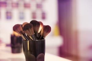 makeup-2824658_960_720
